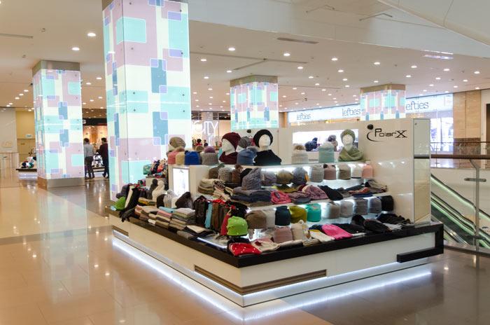 Островок для продажи шапок